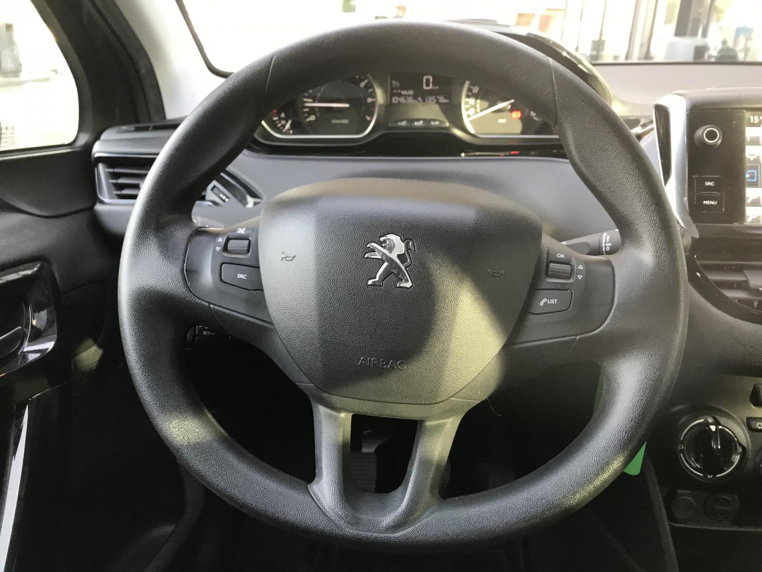 Peugeot-208-5